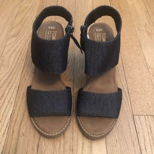 EUC - Toms Dark denim Majorca Dress Sandals sz 6.5